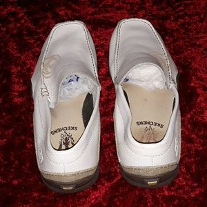 Skechers Shoes - Skechers socks suck